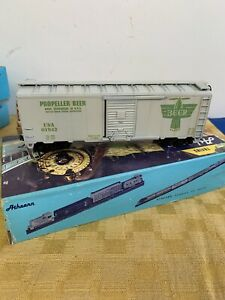 Athearn HO Scale 40' Box Car Propeller Beer