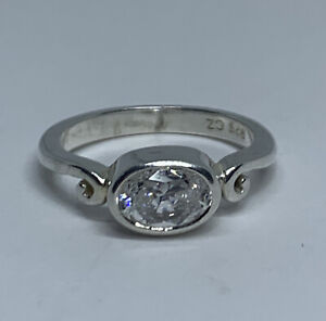 Vintage Solid 925 Sterling Silver Cubic Zirconia Solitaire Ring