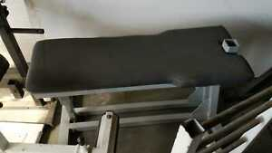 Flat bench heavy duty attachment missing