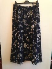 Skirt. Sz 1o. Alex. Dark Blue. Floral detail.