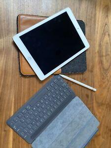 Apple iPad Pro 1st Gen. 32GB, WiFi, 9.7 in - Silver With Smart Keyboard & Pencil