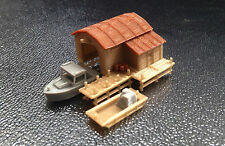 Outland Models Modelleisenbahn Miniatur Bootshaus mit Boot und Pier Spur Z 1:220