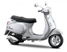 Vespa LX 125 - 2005 in Silver - 1:18 Die-Cast Scooter Model - by Maisto New