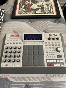 Akia Professional MPC Renaissance / Comes With Power Supply