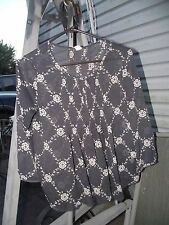 small womens top Old Navy dark gray & Ecru frothy Front stitched pleats float
