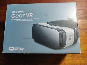 Samsung SM-R322NZWAXAR Gear VR Headset - Frost White (READ DESCRIPTION!)