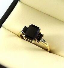 Beautiful 10k Yellow Gold Ring w/ Genuine (3) Onyx Stones & (2) Diamonds-Sz 7