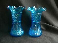 2 vases bleu en verre moulé