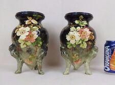 paire de vases tripodes en céramique de Montigny sur Loing ? barbotine