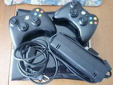 XBOX 360 S Slim Schwarz Konsole  250 GB  mit 2 Controllern Netzteil &HDMI Kabel