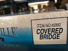 🚅 O SCALE PLASTICVILLE  45992 COVERED BRIDGE KIT -NIB -👍 -G750