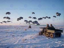 Guerre photo militaire airdrop parachute supply flare soldat armée usa poster CC7044