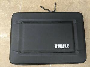 """USED Thule Gauntlet 3.0 15"""" MacBook Pro Retina Sleeve (3203093), Black"""