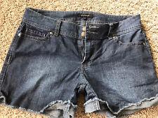 Daisy Fuentes Women's sz 4 Blue Cotton Blend Frayed Cuff Denim Jean Shorts