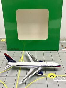 AeroClassics 1:400 DELTA Air Lines Boeing 767-200 N110DL
