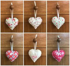 environ 7.62 cm moutarde//ocre. Handmade Tissu hanging hearts 3 in