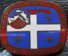 SK1213 - INSIGNE 42° CONGRES NATIONAL DU SKI 1972 ANTIBES JUAN LES PINS FFS