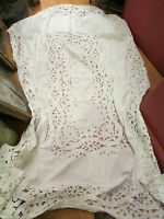 superbe ancienne grande nappe en coton blanc broderie ajouree a decor floral