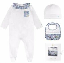 GUCCI BABY BAMBINA BIANCO / Blu Floreale 3-Piece Set regalo MADE IN ITALY 6 M / 9 M BNWT