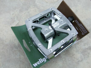 Wellgo Silver A539 platform pedals for-3-piece-crank - 9 16""