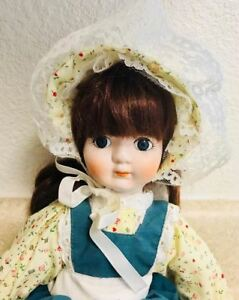 "HERITAGE SIGNATURE COLLECTION MUSICAL PORCELAIN DOLL 15"" Tall"