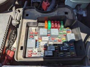 02 Avalanche Engine Fuse Box 5.3 RWD