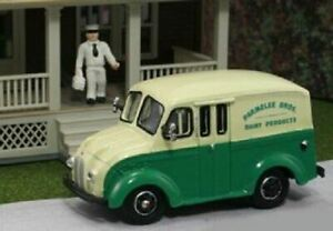 HO 1:87 AHM87-005 - 1950's Divco Delivery Truck - Parmelee Bros. Dairy - Include