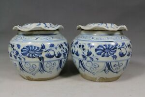 Beautiful chinese blue and white porcelain pots