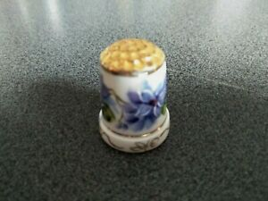VINTAGE POTTERY THIMBLE HANDPAINTED SOUTH AUSTRALIA LEE SIGNED SEWING