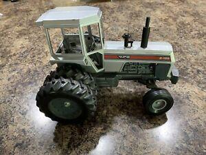 Ertl White 2-155 Field Boss Dual Wheel Toy Farm Tractors 1/16 scale