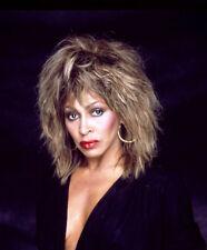 Tina Turner UNSIGNED photo - K8822 - STUNNING!!!!