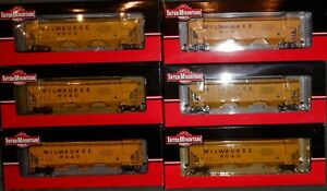 HO Scale  Intermountain Milwaukee Road 4750 3 Bay Covered Hopper - lot of 6