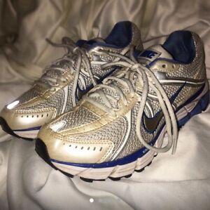 Vintage Retro Chunky Grey & Blue Reflective Nike Sneakers Dad Retro