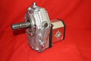 Zapfwellengetriebe. Gr.3 mit Stummel. und Pumpe 66 Ltr.  32 cm³