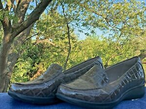 CLARKS Faux Leather Crocs Alligator Print Loafers Women Shoes Sz 7.5 WIDE 👣b6