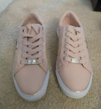 NEW - GUESS SNEAKERS WOMEN SIZE 6 1/2 M