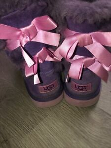 KIDS GIRLS SIZE 4 UGG BAILEY BOW II Purple Pink SHEEPSKIN BOOTS EUC