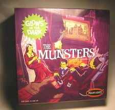 1/16  the Munsters   Polar Lights      FRANKENSTEIN'S diorama addams