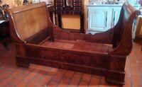 Lit-bateau Charles X ou lit d'alcôve XIX siècle