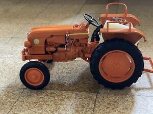 Tracteur Renault D22-1956 Echelle 1:16