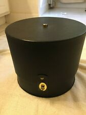 Vintage Everbest Hollywood, Florida Hat box with a Vintage Poque's Hat