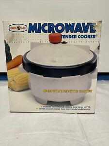 Nordic Ware 2.5 Quart Qt Microwave Oven Pressure Tender Cooker USA Used