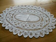 Napperon ovale coton broderie ruban  ( 42 x 27 cms )