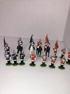 vintage Britains English Guards & horse mounted Lot Of 15 Plastic Soldiers