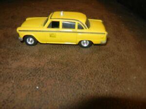 ERTL - 1:43 - 1959  CHECKER TAXI CAB  # 16