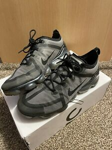 Nike Vapour Max 2019 Size UK 10 Black/Grey UniSex Trainers With BOX