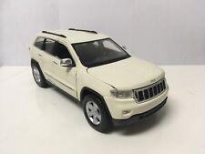 2011 11 Jeep Grand Cherokee Laredo 4x4 Collectible 1/24 Scale Diecast