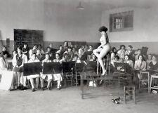 """Photographie, """"Ecole des beaux arts, le modèle vivant"""",  Paris, 1931  /  13 x 18"""