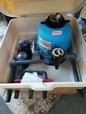 Caseta semienterrada para piscina con filtro de 500mm y bomba de 1 HP. Piscinas.