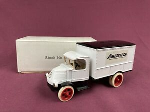 Ertl 1/25 1926 Mack Bull Dog Delivery Van Ameritech Diecast Bank w/Key #2127 NIB